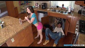 Novinha fodendo com o encanador na cozinha