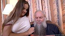 Netinha sapeca acaba fazendo sexo com avô tarado